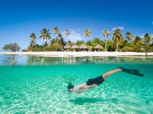bora-bora-snorkeler-tropical-beach